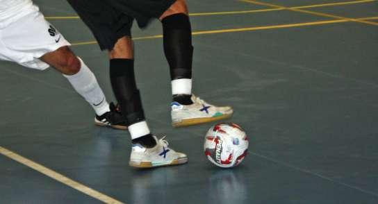 Jugar partits de futbol organitzats per l'empresa, fora de la jornada laboral, és temps de treball